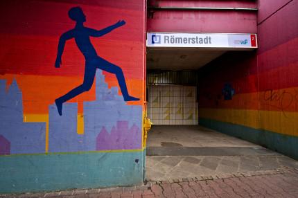 Heddernheim-U-Bahn-Eingang_copyright_Hans_Ulrich_Albus