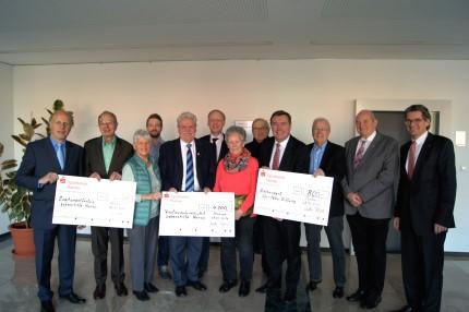 Hallenmasters-Erlöse an Lebenshilfe und Edi-Petry-Stiftung übergeben
