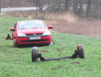 pol-ks-landkreis-kassel-fuldatal-40-jaehrige-autofahrer-nach-ausweichmanoever-verletzt-ins-krankenha