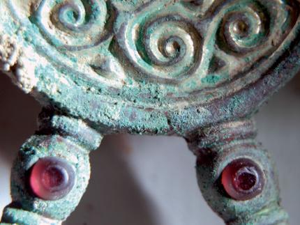 Detail_Buegelfibel_Harheim_copyright_Archaeologisches_Museum_Frankfurt