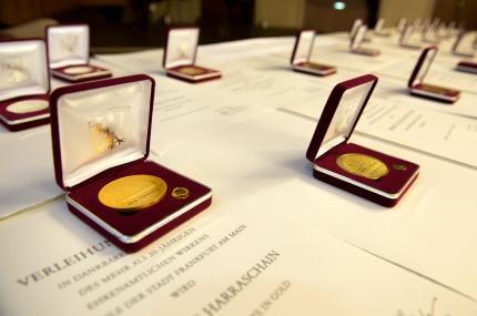 Überreichung Ehrenplakette